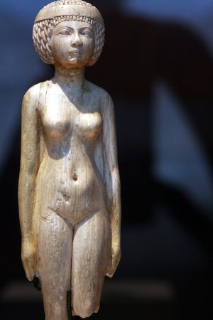 naked woman statue wood louvre
